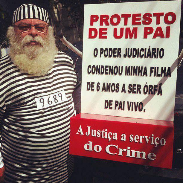 Papai Noel protestando