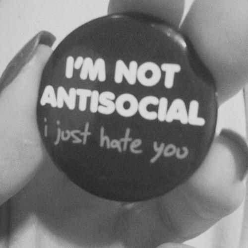 broche antisocial